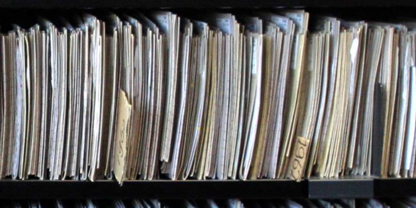 Foto van dossier mappen patiënt kast | Archief EHF