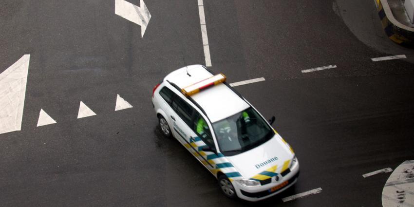Douane stuit op vuurwapens tijdens controle van jacht in Eemshaven