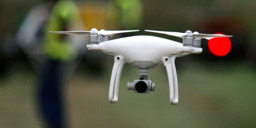 Auto en drone botsen in Goes