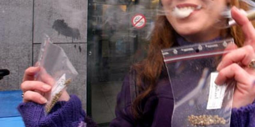 Foto van meisje dat blowt | Archief EHF