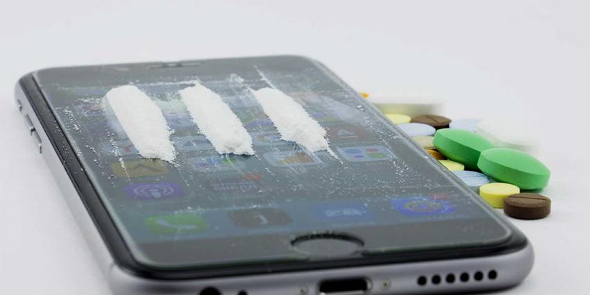 drugs-cocaine-lijntje-smartphone