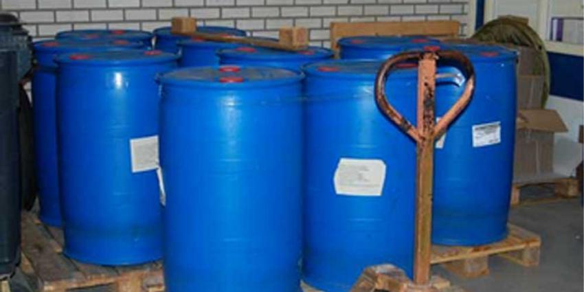 Hennepkwekerij met 1600 planten en 6000 liter chemicaliën aangetroffen