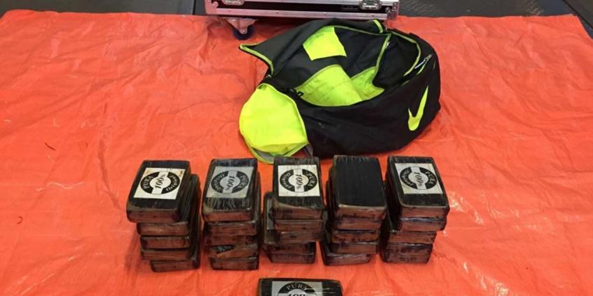 Tassen met in totaal 92 kg cocaïne aangetroffen op de Maasvlakte