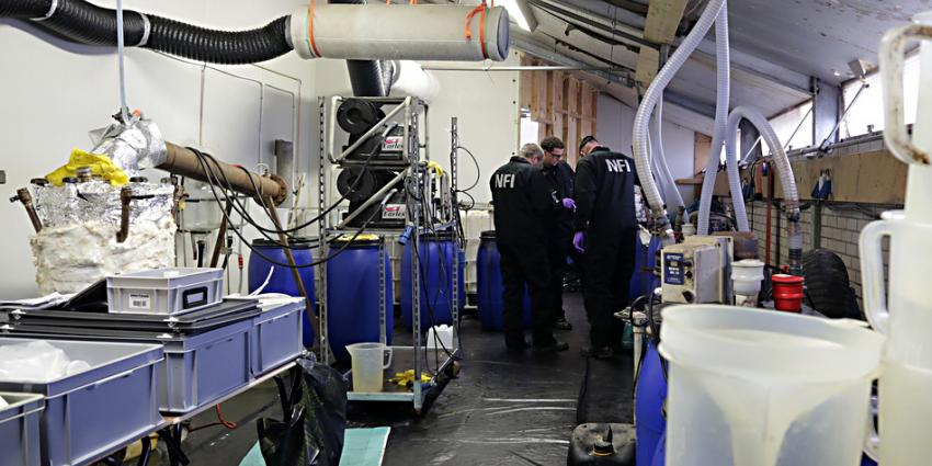 Foto van drugslab amfetamine   Politie