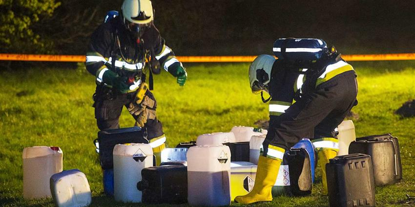 Veertig vaten drugsafval gedropt in bosgebied Limburgse Heibloem