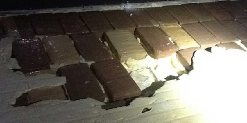 Bananencontainer heeft 130 kilo cocaïne in dubbel plafond