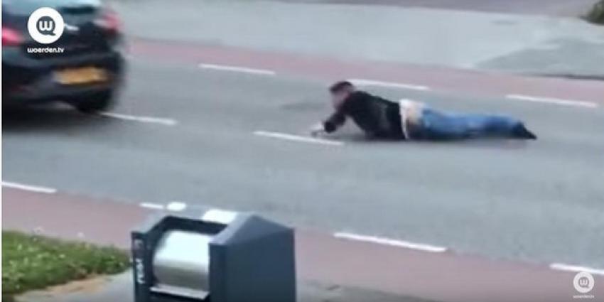 Vluchtende arrestant wordt tientallen meters meegesleurd door auto