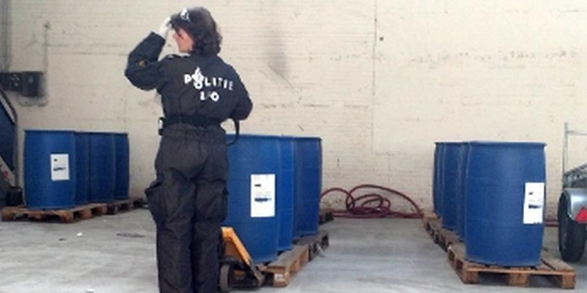 Politie stuit op 8.800 liter grondstof voor harddrugs in Tilburg