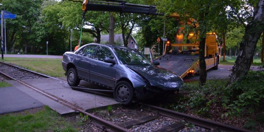 Beschonken automobilist ramt drie bomen