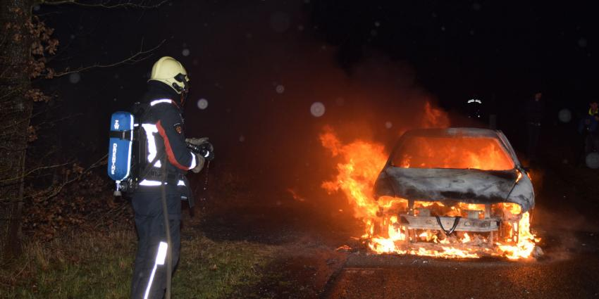 Auto verwoest door brand in Hoogeveen