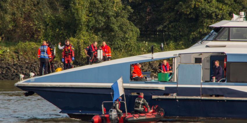 Foto van duikers brandweer op boot | Flashphoto | www.flashphoto.nl
