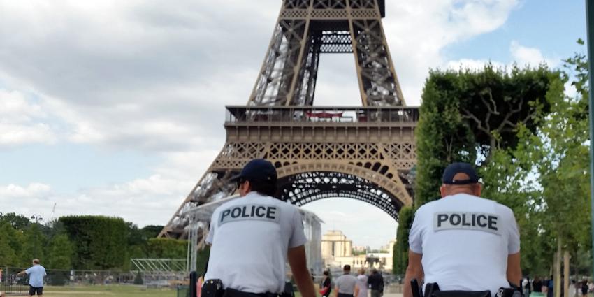 Eiffeltoren in Parijs weer openvoor publiek na de aanslagen in Parijs.
