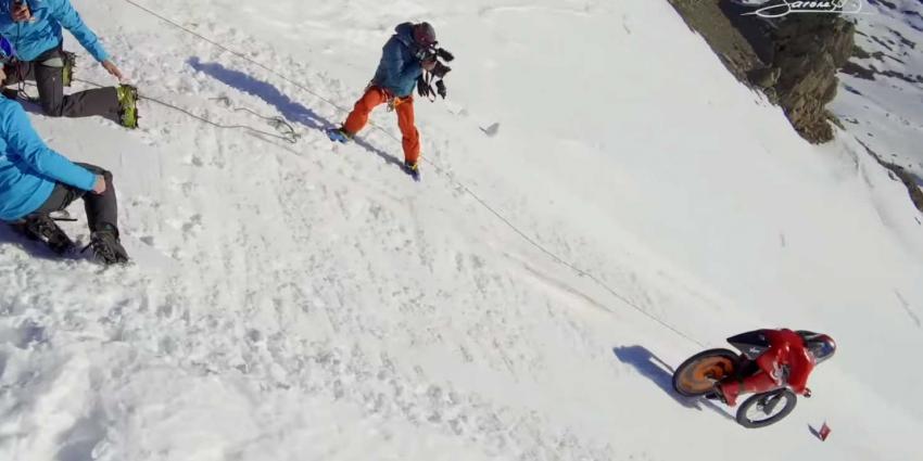 Snelheidsrecord: 227 km/h op fiets van besneeuwde berg