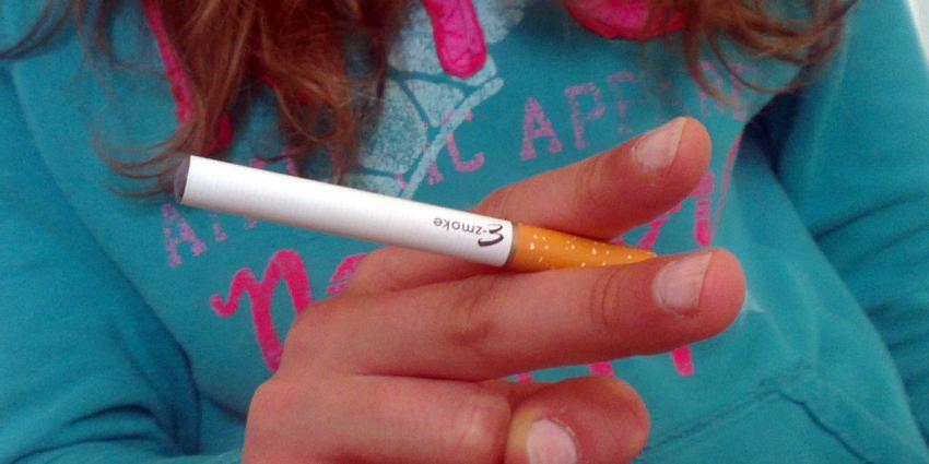 Verbod e-sigaret onder de 18 jaar definitief