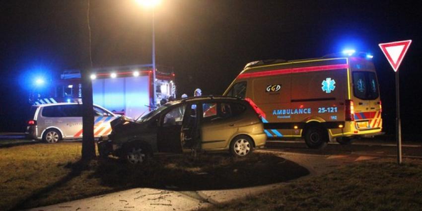 Automobilist ernstig gewond na aanrijding in Espel