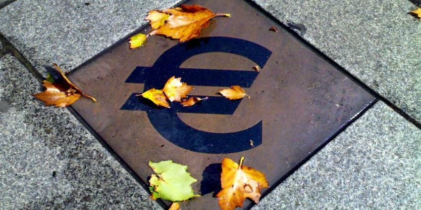 euro-teken-tegel-blaadjes
