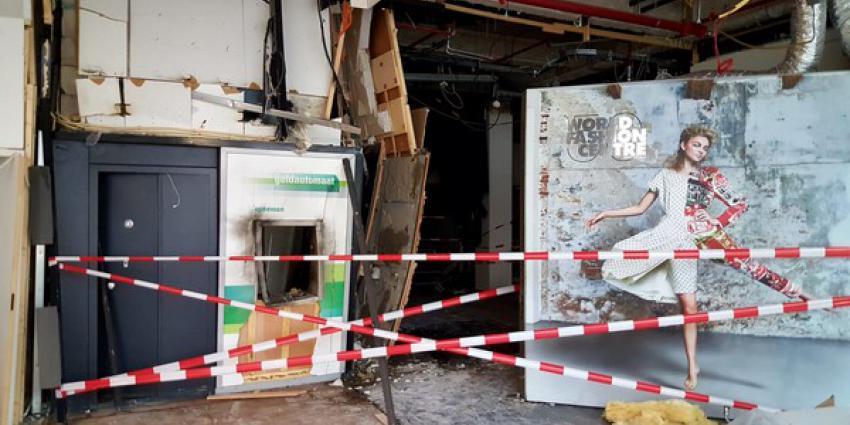 Harde knal, gigantische explosie en veel schade bij plofkraak World Fashion Centre