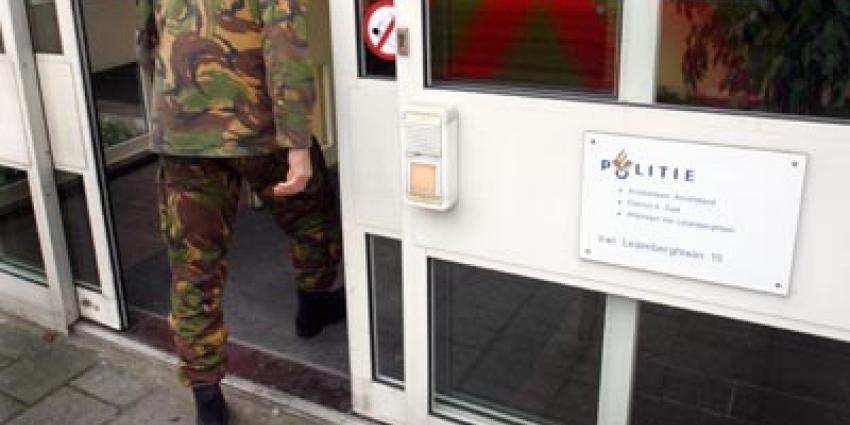 Man geeft 2 handgranaten af, politiebureau meteen ontruimd