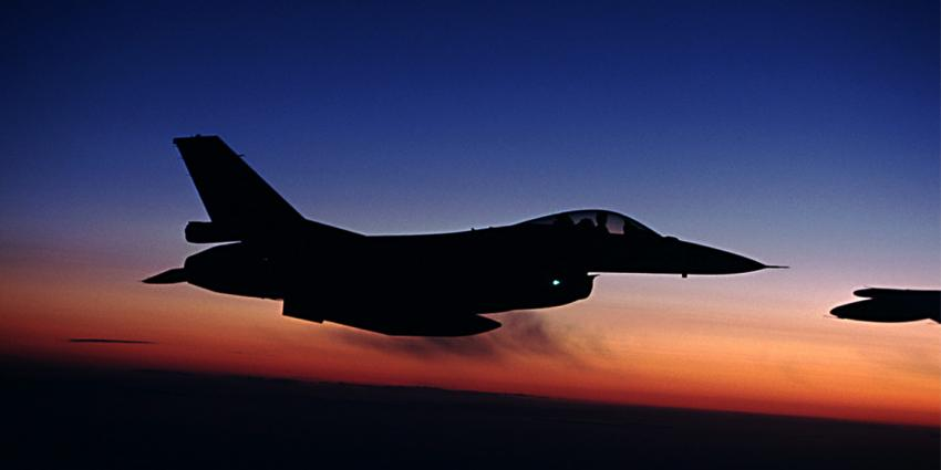 F-16 beschiet tijdens nachtelijke oefening per abuis verkeerstoren