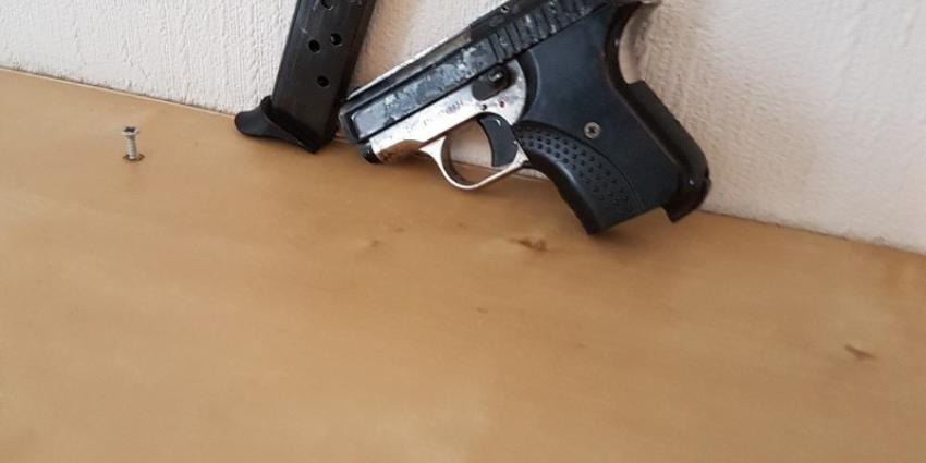Actie spookbewoning levert vuurwapen en drugs op