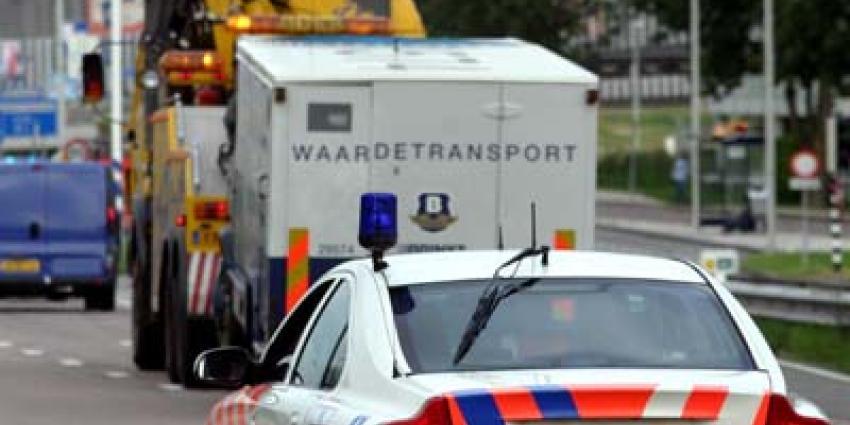 Foto van Brink's geldtransport en politieauto | Archief EHF