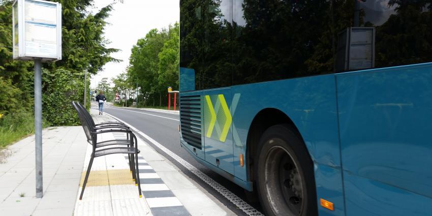 'Zelfredzaamheid' bij bushalte in Amstelhoek