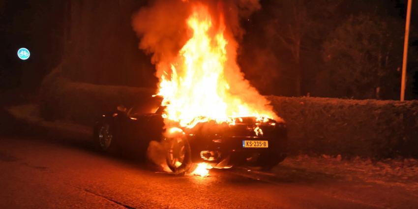 Gloednieuwe Ferrari in vlammen op in Den Dolder
