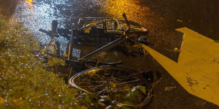 fiets-aangereden-regen-donker