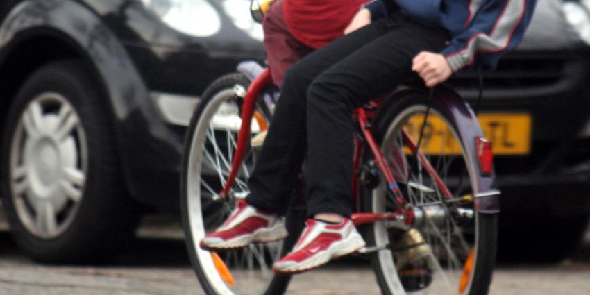 Foto van kinderen op fiets