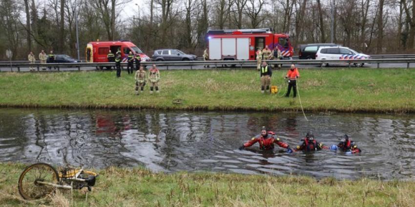 Groot alarm voor fiets in het water