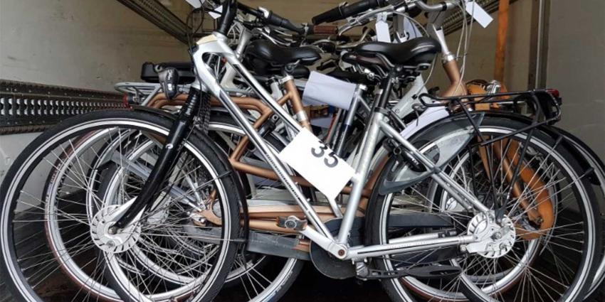Politie Amsterdam : van wie is 1 van deze 58 fietsen?