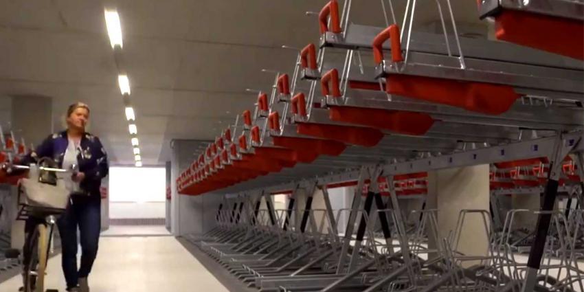 Grootste fietsenstalling van het land in Utrecht in gebruik genomen