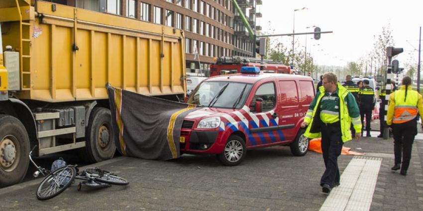 Fietser komt om na ongeval met vrachtwagen in Rotterdam