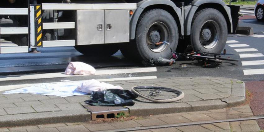fietsster, zwaargewond, aanrijding, vrachtwagen