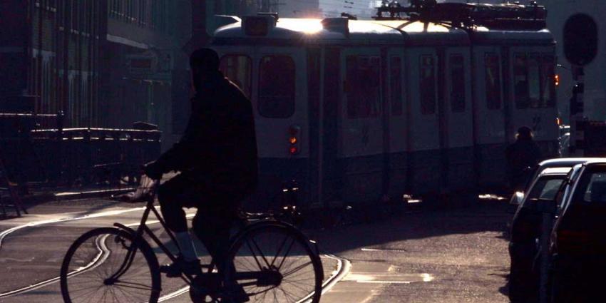 Amsterdammer (48) rijdt ondergrondse fietsenstalling in en overlijdt na val