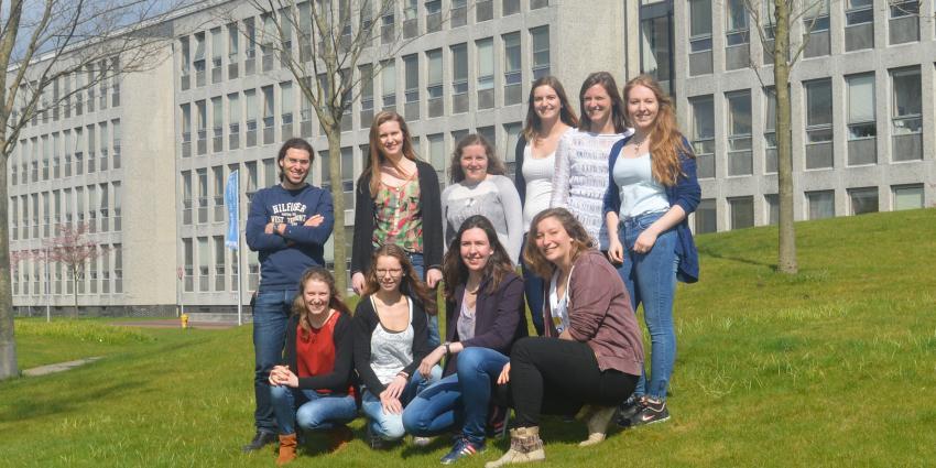 TU Delft studenten laten bacteriecellen zelfstandig bio-lens produceren