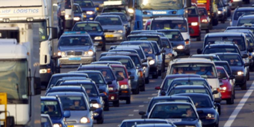 A58, file, ongeval, twee auto's