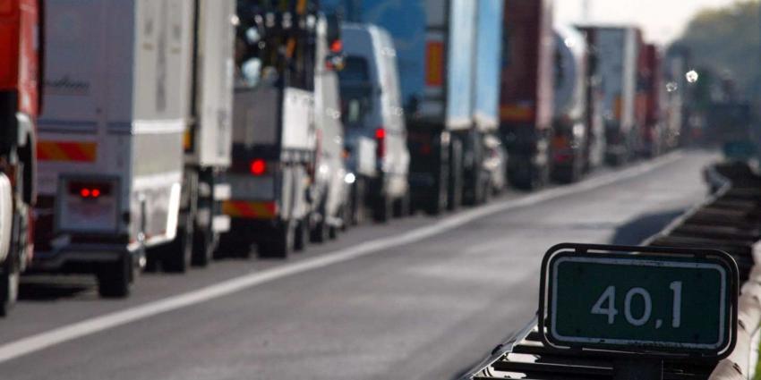 ANWB-leden pleiten voor eigen rijstrook voor vrachtwagens