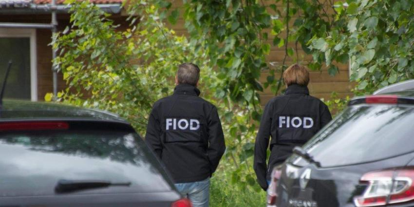 Politie treft hennepkwekerij en wapens aan in Termuntenzijl