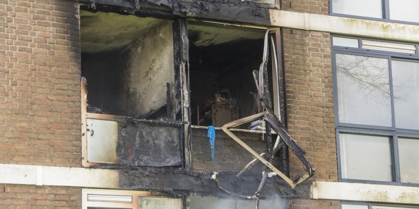 Grote brand verwoest drie woningen in Rotterdam