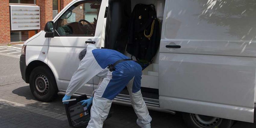 Foto van forensisch onderzoek bij flat slachtoffer   Sander van Gils   www.persburosandervangils.nl