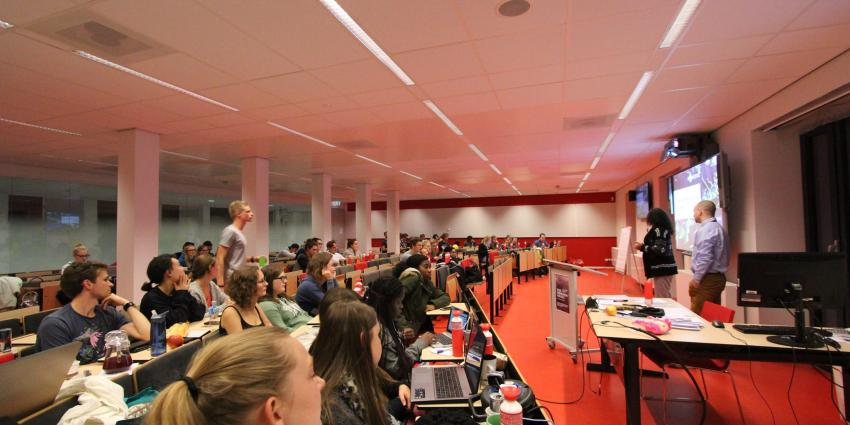 Studenten halen ruim 3000 euro op voor Serious in 24 uur college
