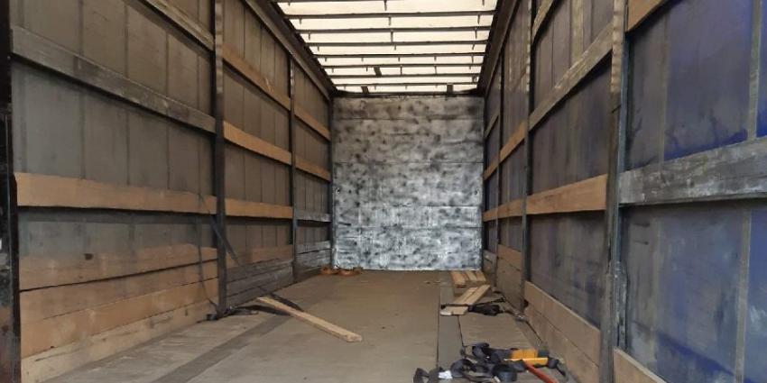 Verborgen ruimte in vrachtwagen