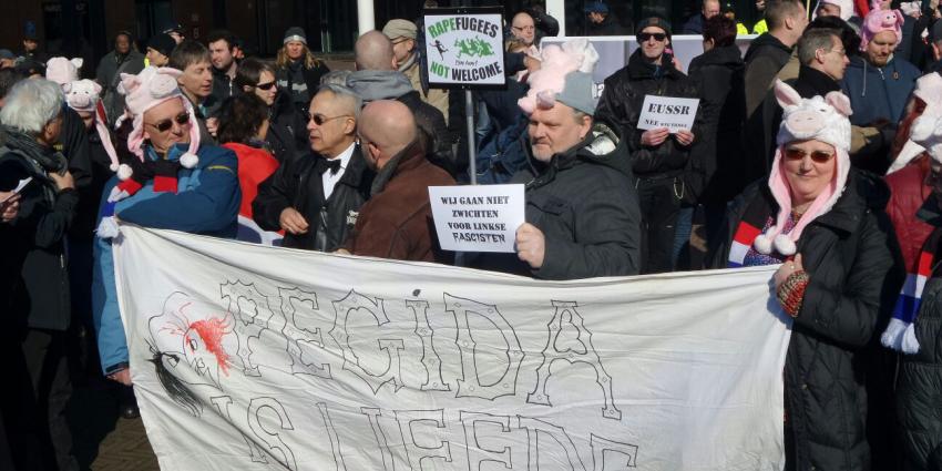 Voorman Pegida Edwin Wagensveld door de politie aangehouden vanwege tonen hakenkruis