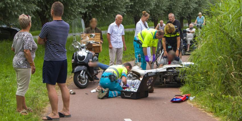 Twee gewonden bij scooter aanrijding