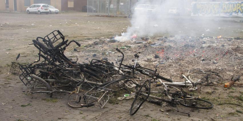 Moeder met zes kinderen gedupeerd nadat hun fietsen op vreugdevuur zijn gegooid