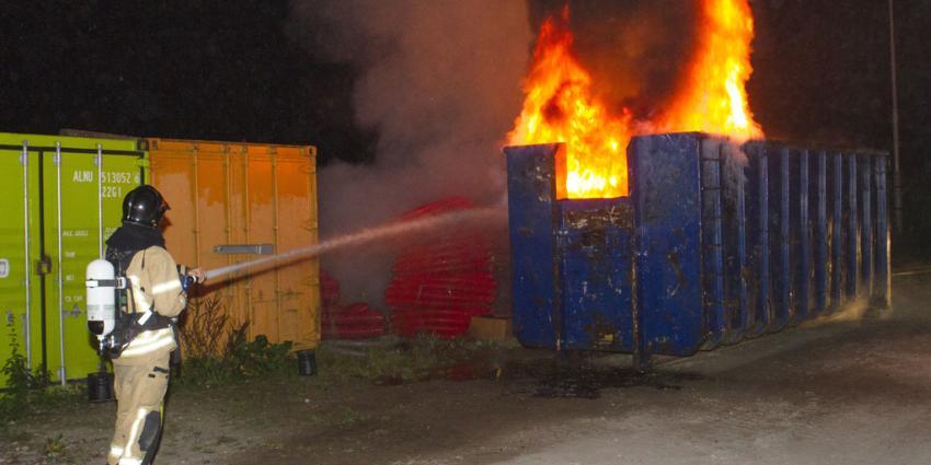 Brandweer heeft handen vol aan brandende containers