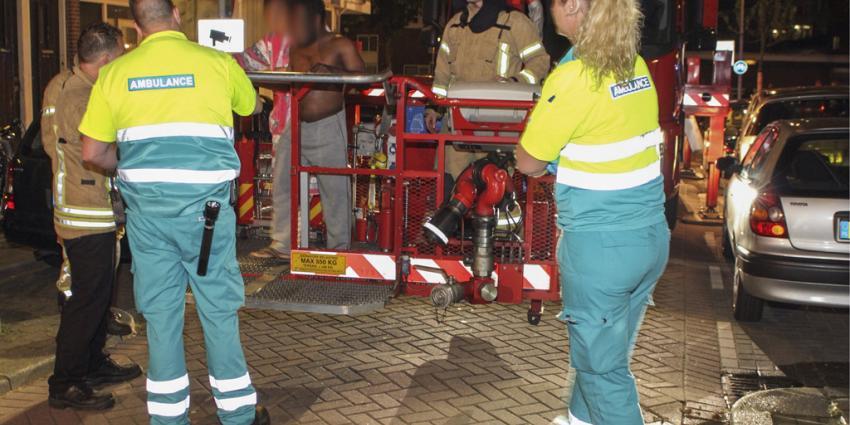 Man en vrouw van balkon gered tijdens brand
