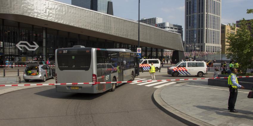Man zwaargewond na aanrijding met bus