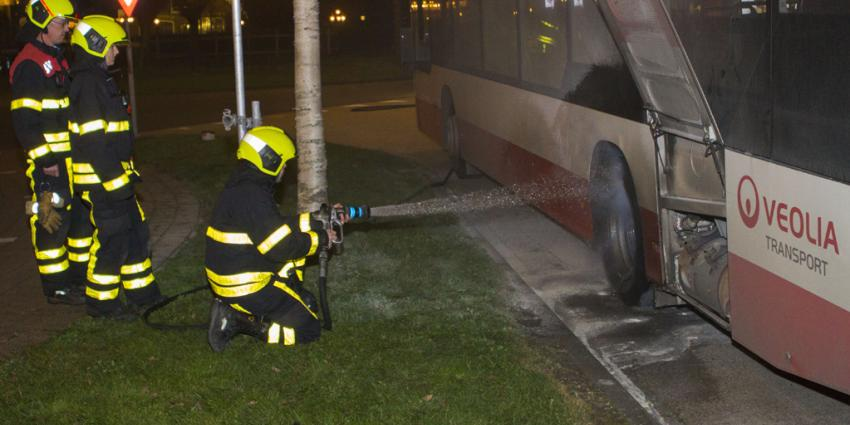 Buschauffeur blust beginnende brand in bus